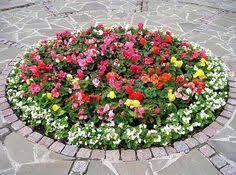 Backyard Flower Gardens by 33 Beautiful Flower Beds Adding Bright Centerpieces To Yard