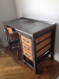 le de bureau bleu bel établi très costaud et lourd en acier brossé pouvant servir de