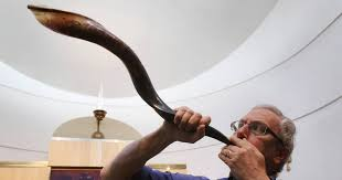 shofar mouthpiece constable blowing shofar sets tone for rosh hashanah message
