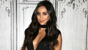 shay mitchell u0027s new haircut is perfect if you don u0027t want to chop
