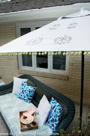 Paint Patio Umbrella Upcycle An Patio Umbrella To A Beautiful Painted One Patio