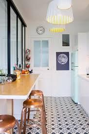carrelage vintage cuisine cuisine dans un esprit retro avec carreau de ciment vintage