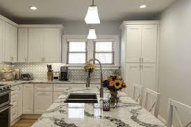 farmhouse kitchen cabinet decorating ideas 30 farmhouse kitchen ideas for a warm and cozy cooking space