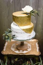 wedding cake gold 35 delicious semi wedding cakes weddingomania