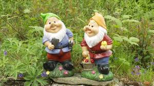 garden ornament whistling gnomes