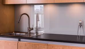 crédences de cuisine en verre laqué sur mesures crédence de cuisine en verre sur mesure par le vitrier vitraco vitraco
