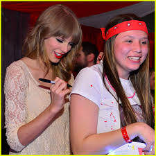taylor swift fan club taylor swift club red with fans taylor swift just jared jr