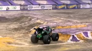 grave digger 30th anniversary monster truck monster jam san antonio 2016 grave digger youtube