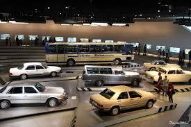mercedes benz museum interior štutgarto kontrastai žalias automobilių miestas su skaudžia
