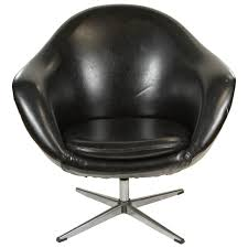 Metal Egg Chair by 1960s Swivel Egg Chair In Black Vinyl At 1stdibs