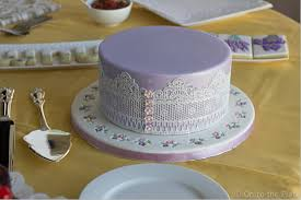 cake lace cake lace on to the plate