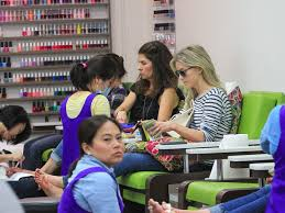 julianne hough quickly visits a beverly hills nail salon zimbio