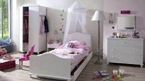 tapis pour chambre fille tapis rond chambre enfant bloom field en