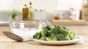 cuisine faire blanchir faire la cuisine brocoli hd stock 446 481 468 framepool