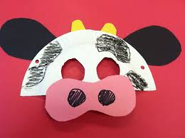 easy cow mask made from a paper plate and construction paper