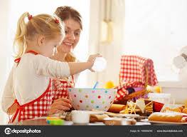 mere et fille cuisine héhé dans la cuisine mère et fille soutien gâteaux photographie