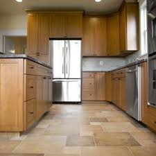 what color flooring looks with cabinets what color floors match light maple cabinets in the kitchen