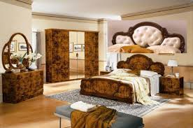 Italian Bedroom Sets Serena Walnut Traditional Italian Bed