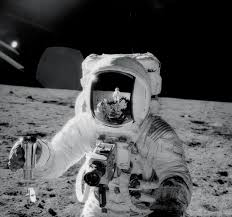 Can You See The Us Flag On The Moon The 12 Men Who Walked On The Moon