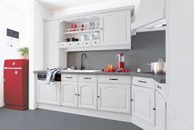 cuisine aviva rouge haute brillance mur gris 200 idees deco cuisine aviva rouge haute brillance mur gris 200 idees deco pour relooker votre cuisine avec style pinterest