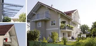 balkon vordach vordach haustür balkone des mehrfamilienhauses m brummer