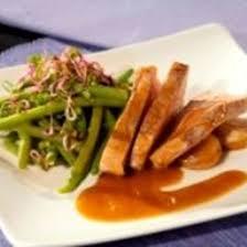 cuisiner le roti de veau recette rôti de veau haricots verts et ail en chemise