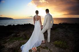 hawaiian weddings hawaiian barefoot weddings get married at the on oahu