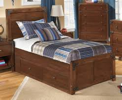 How To Pick Sheets Bedroom Rustic Oak Wooden Twin Platform Bed With Storage And