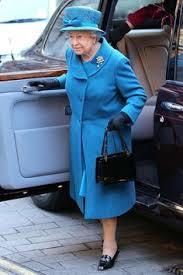 queen handbag cash only queen elizabeth ii never carries money a palace source