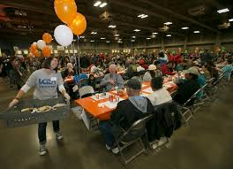 heb hours on thanksgiving the 26th annual heb feast of sharing brings out hundreds for a
