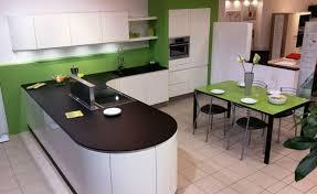 cuisine et plan de travail cuisine avec un plan de travail fin tout en rondeur dans notre