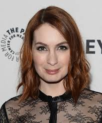 what is felicia day s hair color felicia day medium wavy casual hairstyle medium red hair color