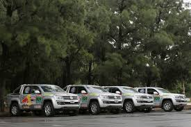 volkswagen dakar new vw amarok pickup truck helps out at the dakar rally