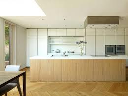 idee cuisine blanche cuisine blanche idee deco avec marron couleur moderne et grise