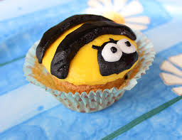 bumble bee cupcakes bumblee cupcakes with colored icing appetizer girl