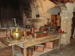 cuisine ancienne la cuisine ancienne sa cheminée et ses cuivres photo de château de