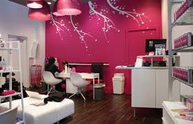 definitely does not look like typical intown nail salon i walked