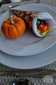 thanksgiving cornucopia treats cornucopia thanksgiving table setting craft diy club chica