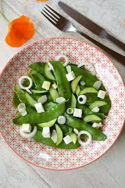 cuisiner pois gourmand salade de pois gourmands courgette feta et amandes au fil du thym