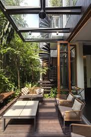 auvent en bois pour terrasse faites un toit en verre pour votre terrasse moderne