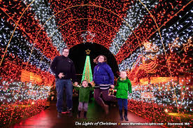 Lights On The Lake Lakemont Park Best Christmas And Holiday Light Displays Around Seattle Tacoma