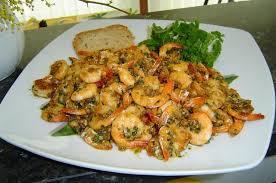 cuisiner des crevettes recette de crevettes à l ail la recette facile