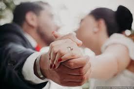 a illos de boda en qué mano los anillos de compromiso y de matrimonio bodas