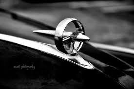 classic car photography 1947 buick gunsight ornament