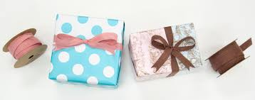 gift wraps gift wrapping ideas using reversible wrapping paper
