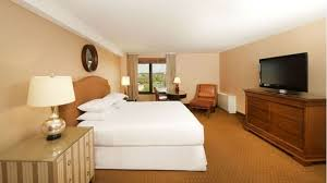 What Is The Measurement Of A King Size Bed Edina Mn Hotels Amenities At Doubletree Bloomington Minneapolis