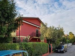 casa rossa sofa apartment la casa rossa treviso italy booking