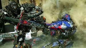 lamborghini transformer gif transformers age of extinction clip optimus vs lockdown final