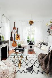10 ways to decorate with guitars that would make taylor swift