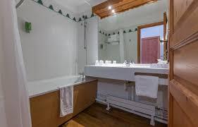 Bathtub 3 Persons Hotel Arc Rentals Hotel La Cachette Hotel Confort Room